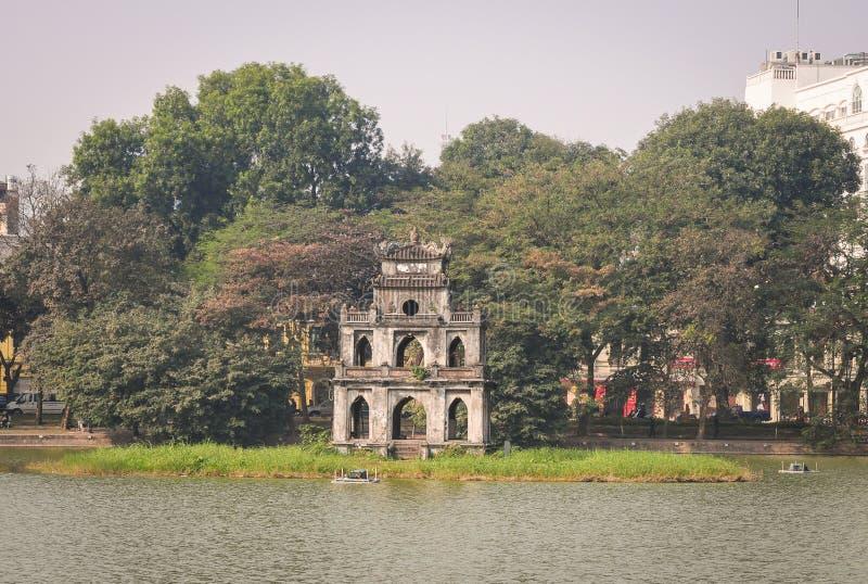 Sikt av Hoan Kiem sjön i Hanoi royaltyfri fotografi