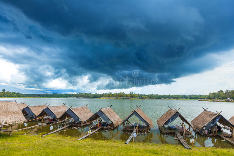 Sikt av Huay Tung Tao Lake i Chiang Mai, Thailand royaltyfri foto