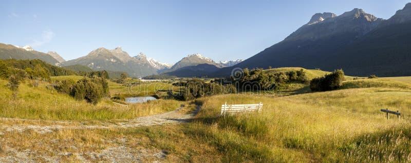 Sikt av Humboldt område och Forbes Mountains från paradiset, NZ royaltyfria bilder