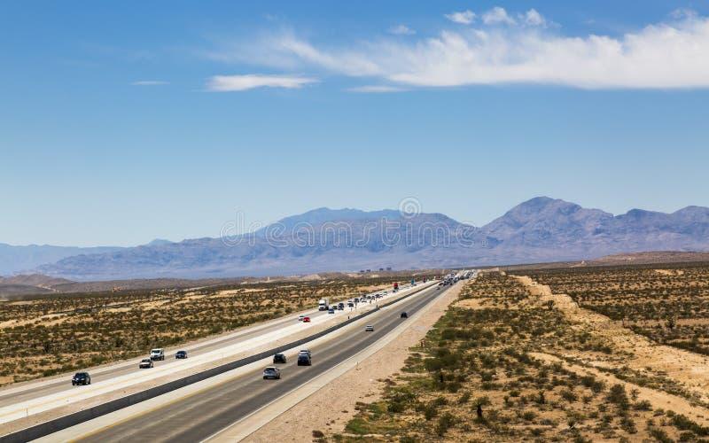 Sikt av huvudväg 15 nära Las Vegas, Nevada, Amerikas förenta stater, Nordamerika royaltyfri foto