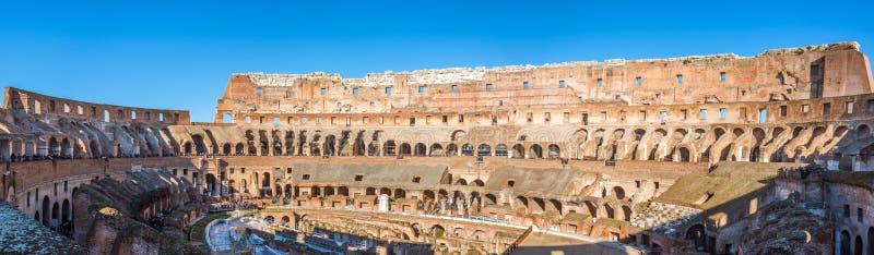 Sikt av insidan för inre arkitektur av Colosseumen, omfattande panorama royaltyfri foto