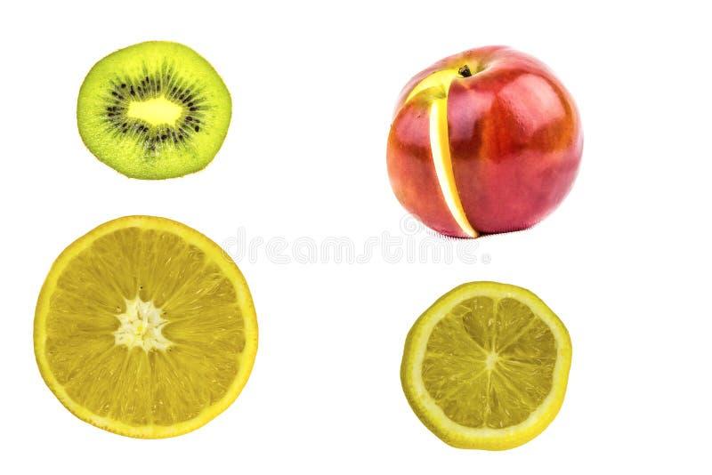 Sikt av isolerade nya frukter på vit bakgrund royaltyfri foto