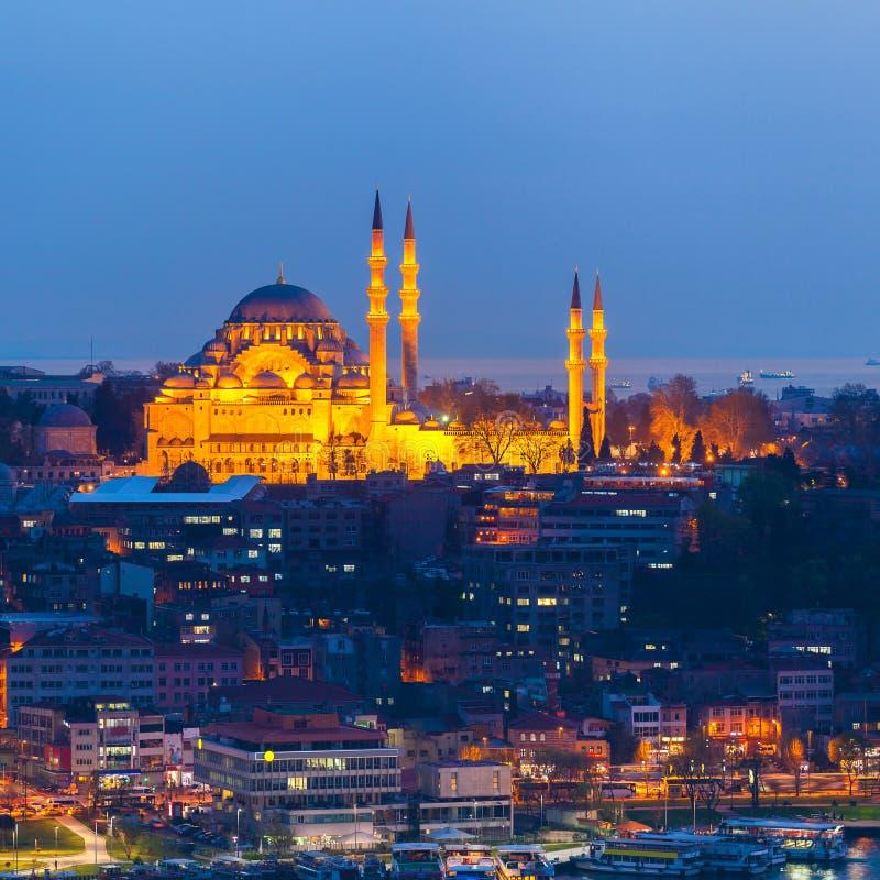 Sikt av Istanbul från havet på skymning Lopp Turkiet royaltyfri fotografi