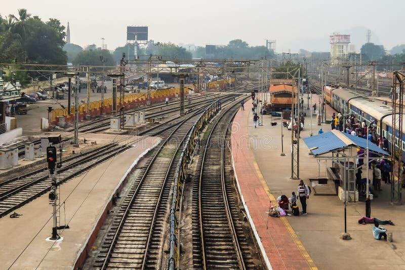 Sikt av järnvägsstationen i Vijayawada, Indien arkivbilder