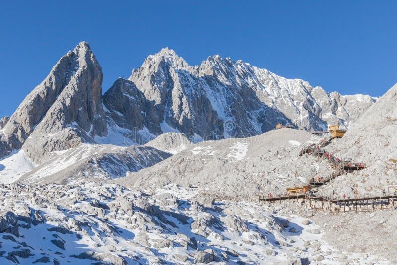 Sikt av Jade Dragon Snow Mountain arkivfoto