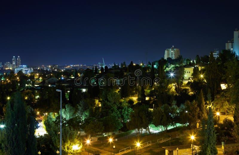 Sikt av Jerusalem på natten med härlig belysning arkivbild