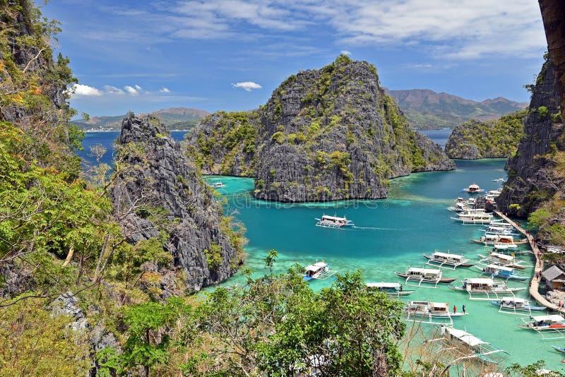 Sikt av Kayangan sjölagun på den Coron ön, Busuanga Palawan royaltyfria foton