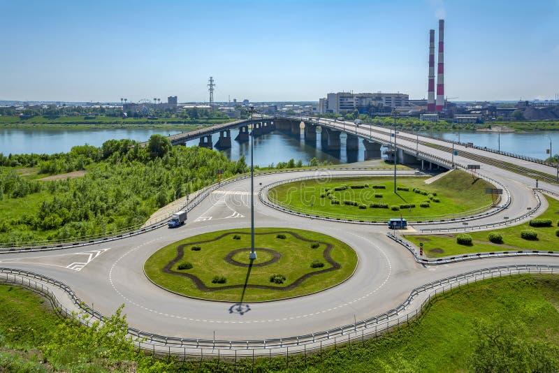 Sikt av Kemerovo från den höga högra banken av floden Tom fotografering för bildbyråer