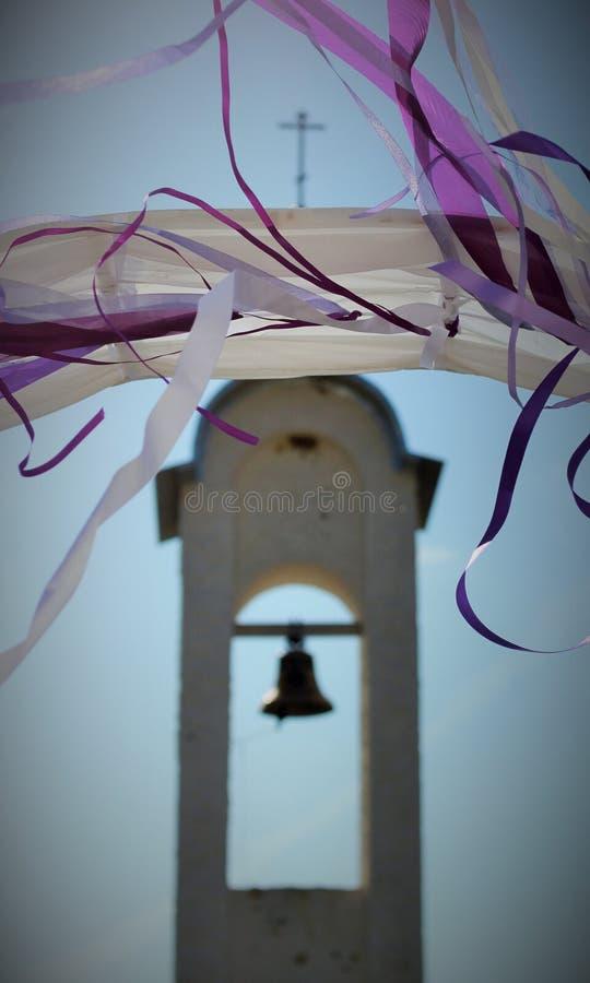 Sikt av klockatornet med bokeheffekt arkivfoton