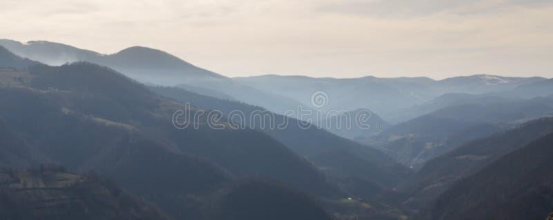 Sikt av kullar nära Kraljevo Serbien 3 royaltyfria foton