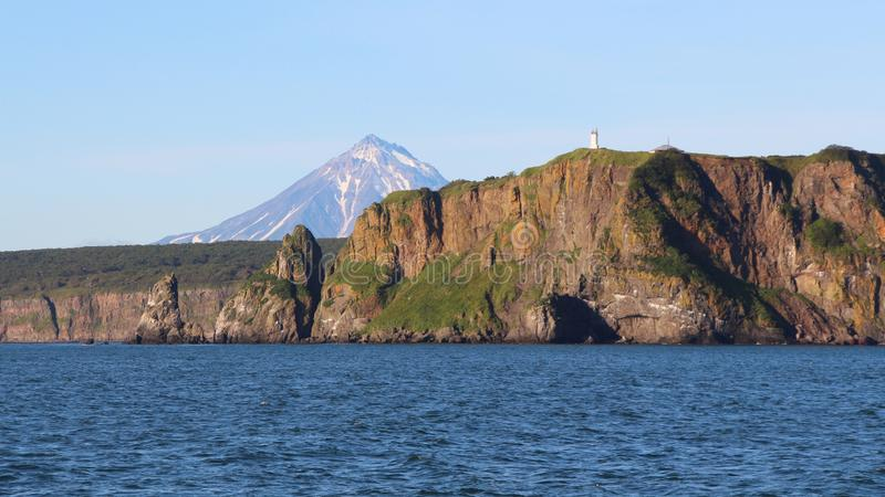 Sikt av kustlinjen av den Kamchatka halvön, Ryssland royaltyfri bild