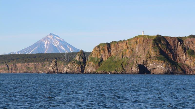 Sikt av kustlinjen av den Kamchatka halvön, Ryssland royaltyfria bilder