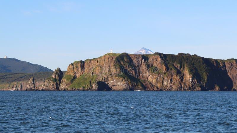 Sikt av kustlinjen av den Kamchatka halvön, Ryssland royaltyfri foto