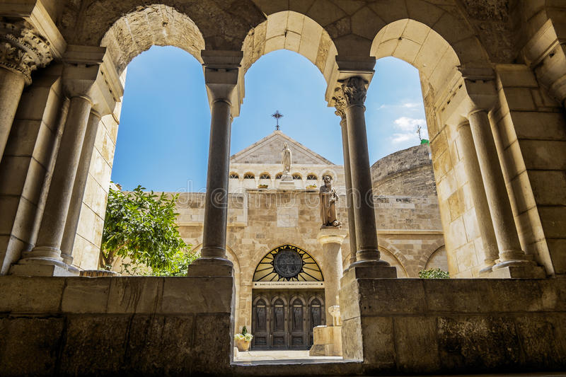 Sikt av kyrkan av Kristi födelsen Betlehem arkivbild