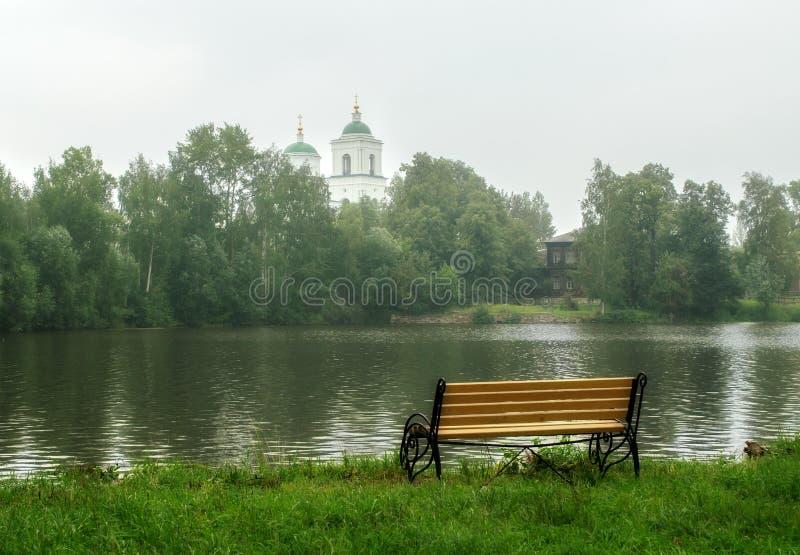 Sikt av kyrkan av pingstdagen, staden Kishtim, Ryssland royaltyfria foton