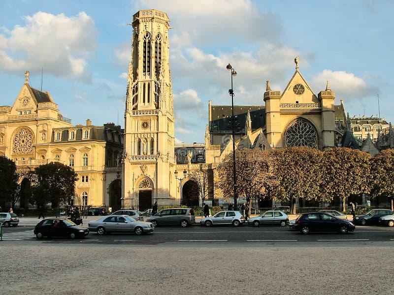 Sikt av kyrkan av St Germain L ` Auxerrois i Paris arkivfoton