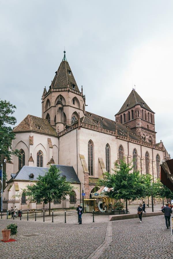 Sikt av kyrkan av St Thomas i Strasbourg arkivbild