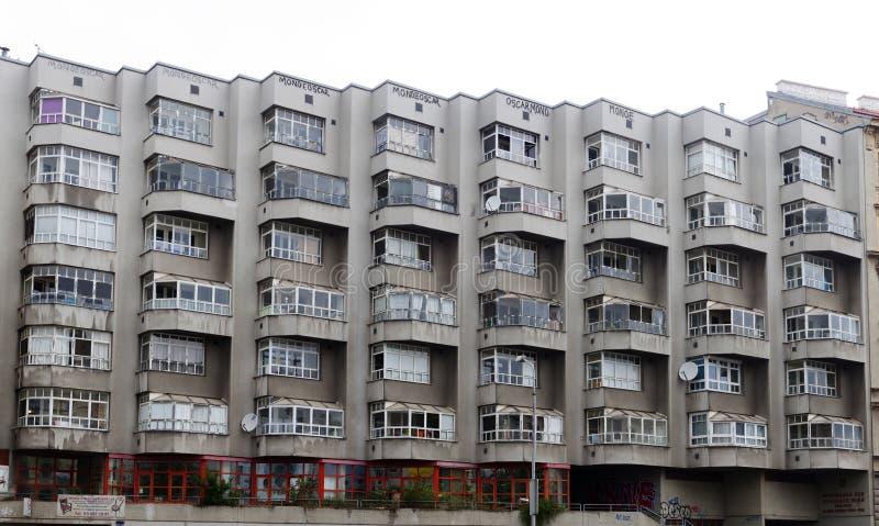 Sikt av lägenhetblocket i Wien royaltyfria bilder