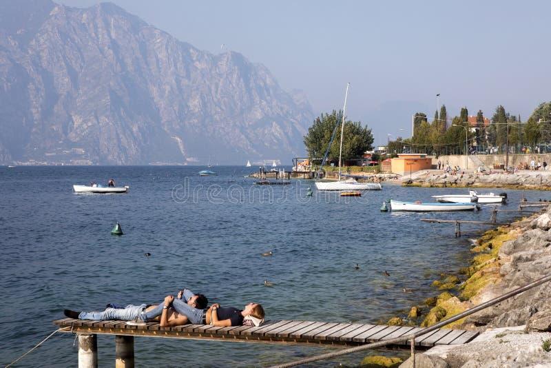 Download Sikt Av, Lago Di Garda, Italien Redaktionell Foto - Bild av lake, destination: 78731455