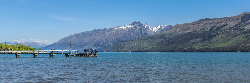 Sikt av landskapet av sjön Wakatipu, Queenstown, Nya Zeeland Kopiera utrymme f?r text arkivbild