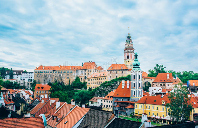 Sikt av lite staden i Cesky Kromlov fotografering för bildbyråer