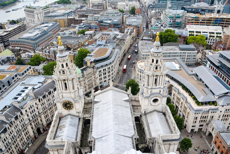 Sikt av London fr?n ?ver Sts Paul domkyrka, UK royaltyfria foton
