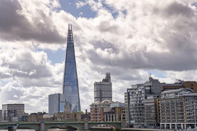 Sikt av london horisont med skärvan royaltyfria foton