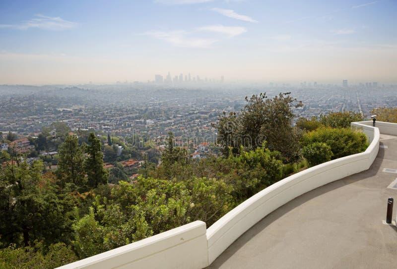 Sikt av Los Angeles från observationsdäcket av Griffith Observatory arkivfoto