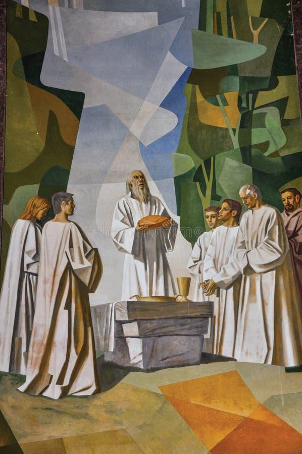 Sikt av målningar på väggar med religiösa bilder i den Santuà ¡ rio das Almas kyrkan i Niteroi arkivfoton