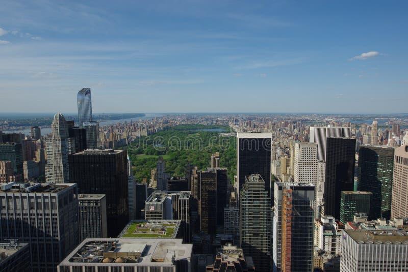 Sikt av Manhattan från Rockefeller Centertak royaltyfria foton