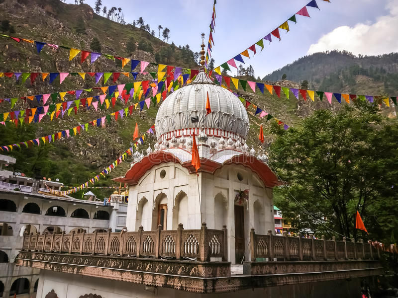 Sikt av Manikaranen Manikaran med termiska vårar är en pilgrimsfärdmitt för Hindus och Sikhs royaltyfri foto