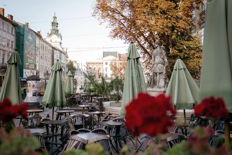 Sikt av marknaden för central fyrkant i Lviv royaltyfri fotografi