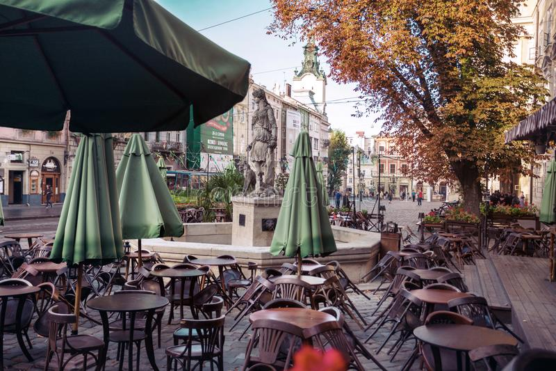 Sikt av marknaden för central fyrkant i Lviv royaltyfria foton