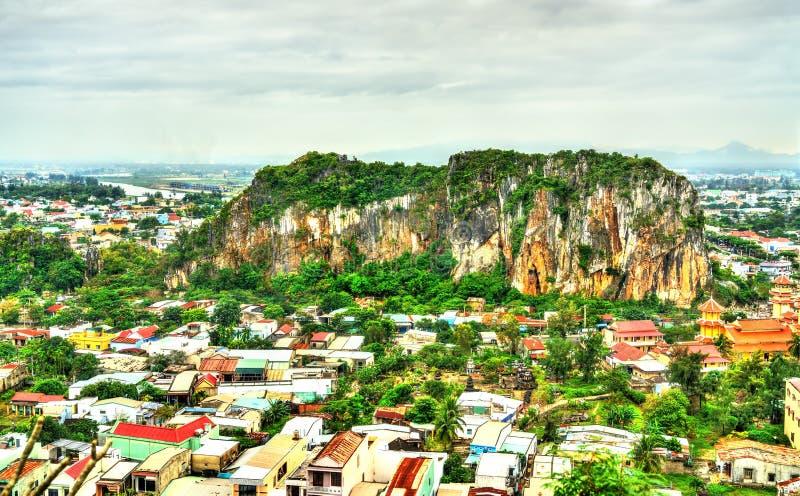 Sikt av marmorberg på Da Nang, Vietnam royaltyfria bilder
