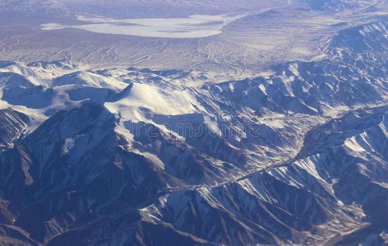 Sikt av maxima av de Nanshan bergen royaltyfri foto