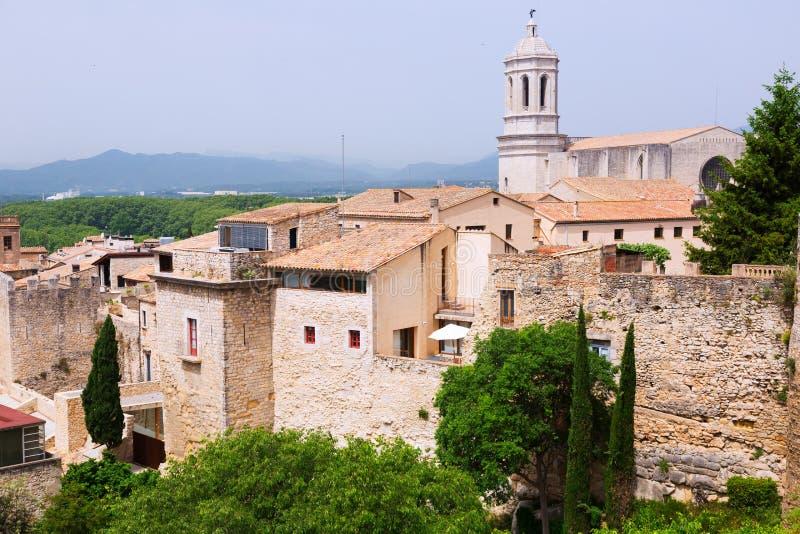 Sikt av medeltida Girona arkivfoto