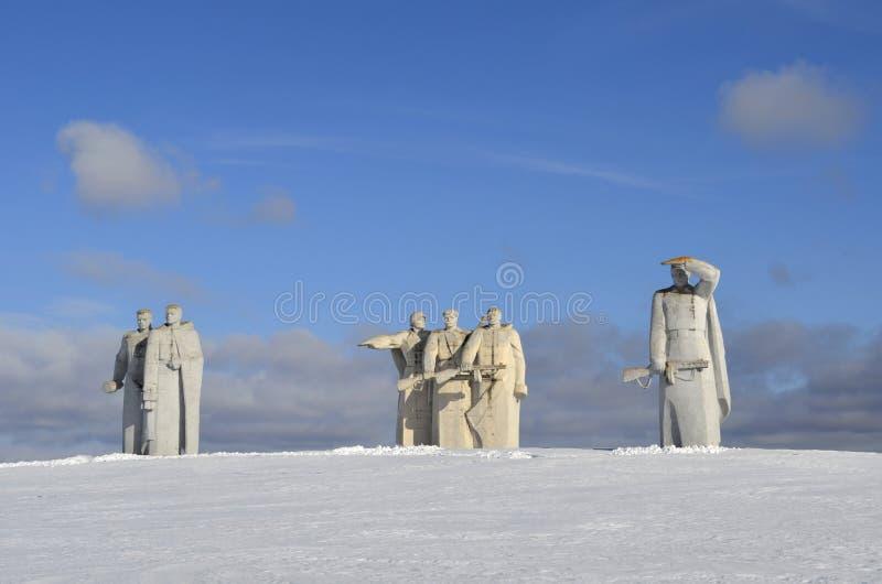 Sikt av minnesmärken på stället av striden under det andra världskriget nära Dubosekovo Volokolamsk royaltyfri bild