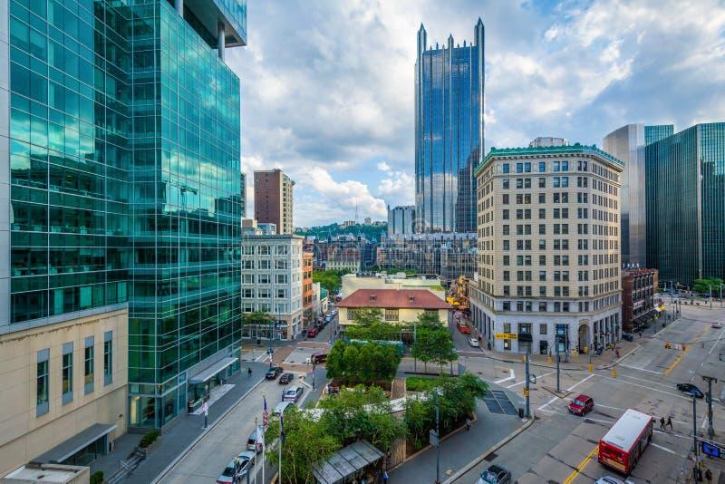 Sikt av moderna skyskrapor i i stadens centrum Pittsburgh, Pennsylvania arkivfoton
