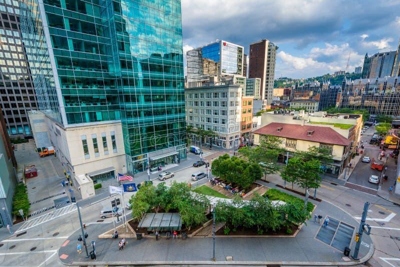 Sikt av moderna skyskrapor i i stadens centrum Pittsburgh, Pennsylvania arkivbilder