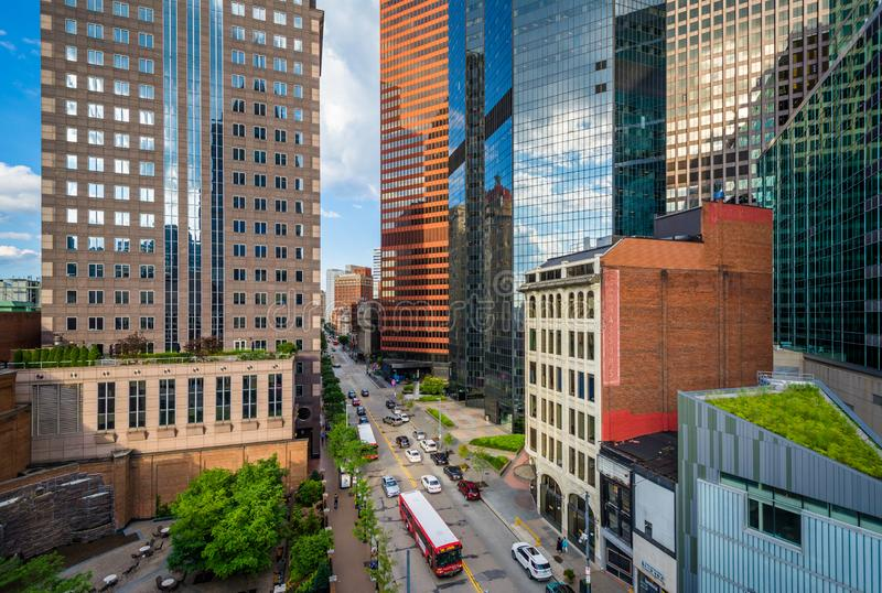Sikt av moderna skyskrapor i i stadens centrum Pittsburgh, Pennsylvania royaltyfri foto