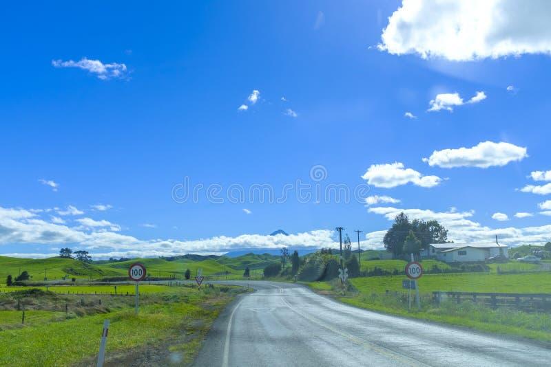 Sikt av monteringen Taranaki fotografering för bildbyråer