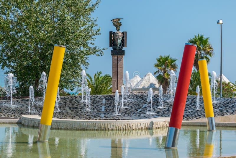 Sikt av monumentet till den italienska militären och politikern Raff royaltyfri bild