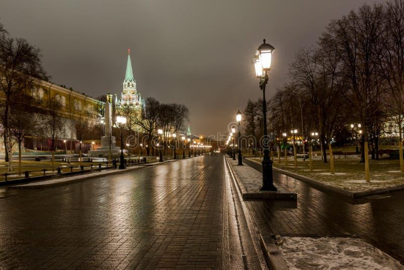 Sikt av Moskva, MoskvaKreml och den Alexander trädgården, arkivfoto