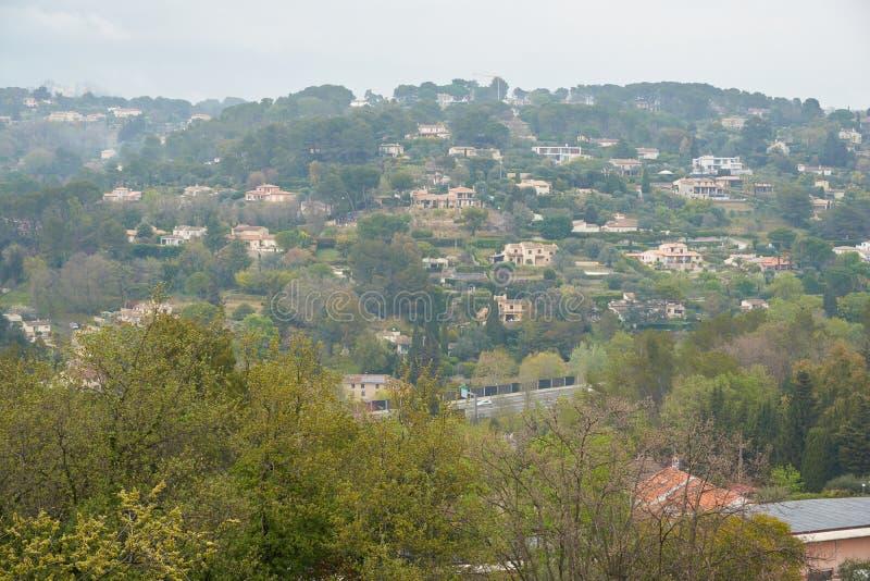 Sikt av Mougins i Frankrike royaltyfri foto