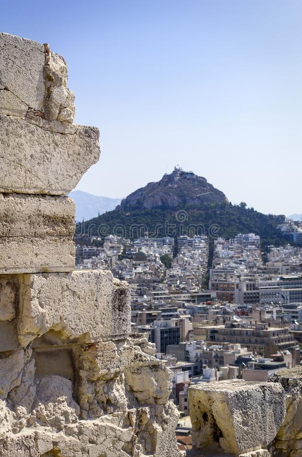 Sikt av Mount Lycabettus från parthenonen royaltyfri foto