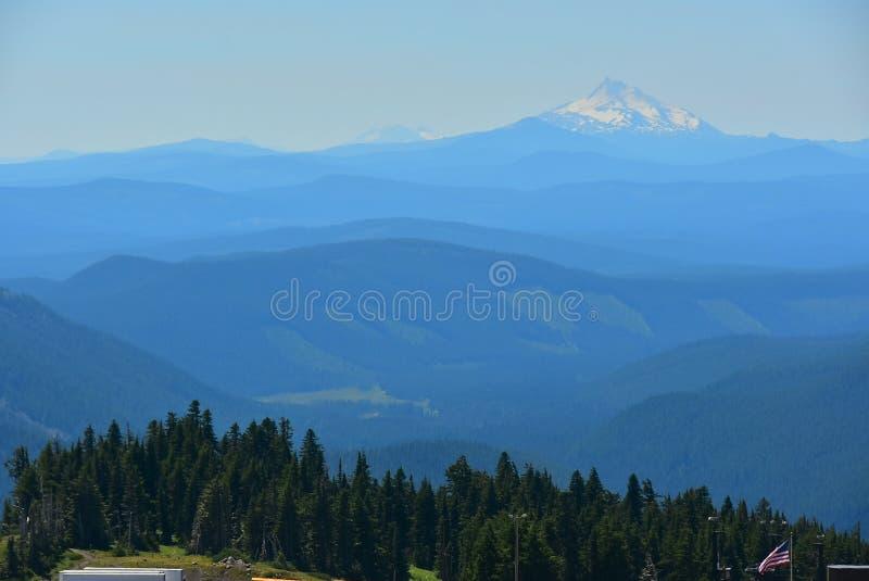 Sikt av Mten Jefferson från Mt-huven, Oregon, USA arkivbilder