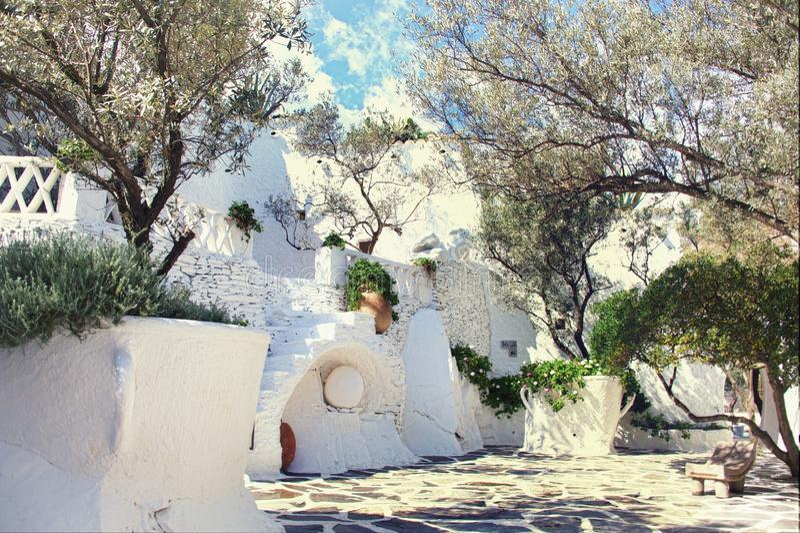 Sikt av museet av Dali i Cadaques royaltyfria foton