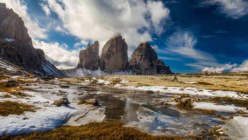 Sikt av nationalparken Tre Cime di Lavaredo, Dolomites, södra Tyrol Läge Auronzo, Italien, Europa molnig dramatisk sky fotografering för bildbyråer