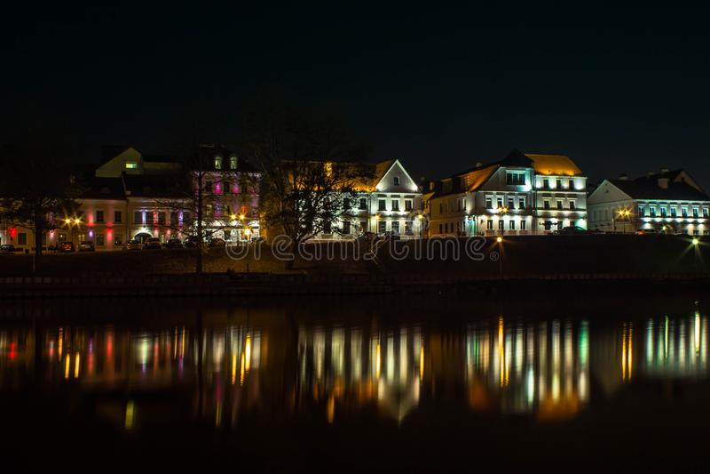 Sikt av nattstaden av Minsk arkivfoto