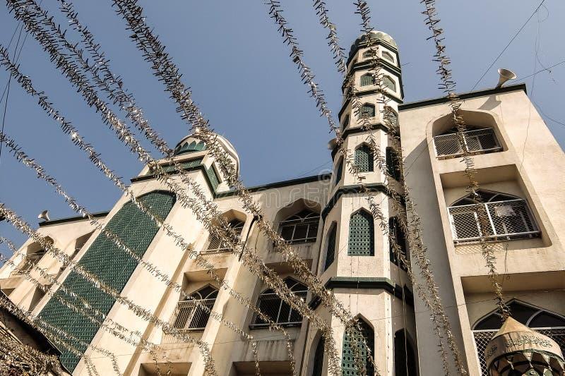 Sikt av Noor-Ul-Hooda Masjid i Dharavi royaltyfri fotografi